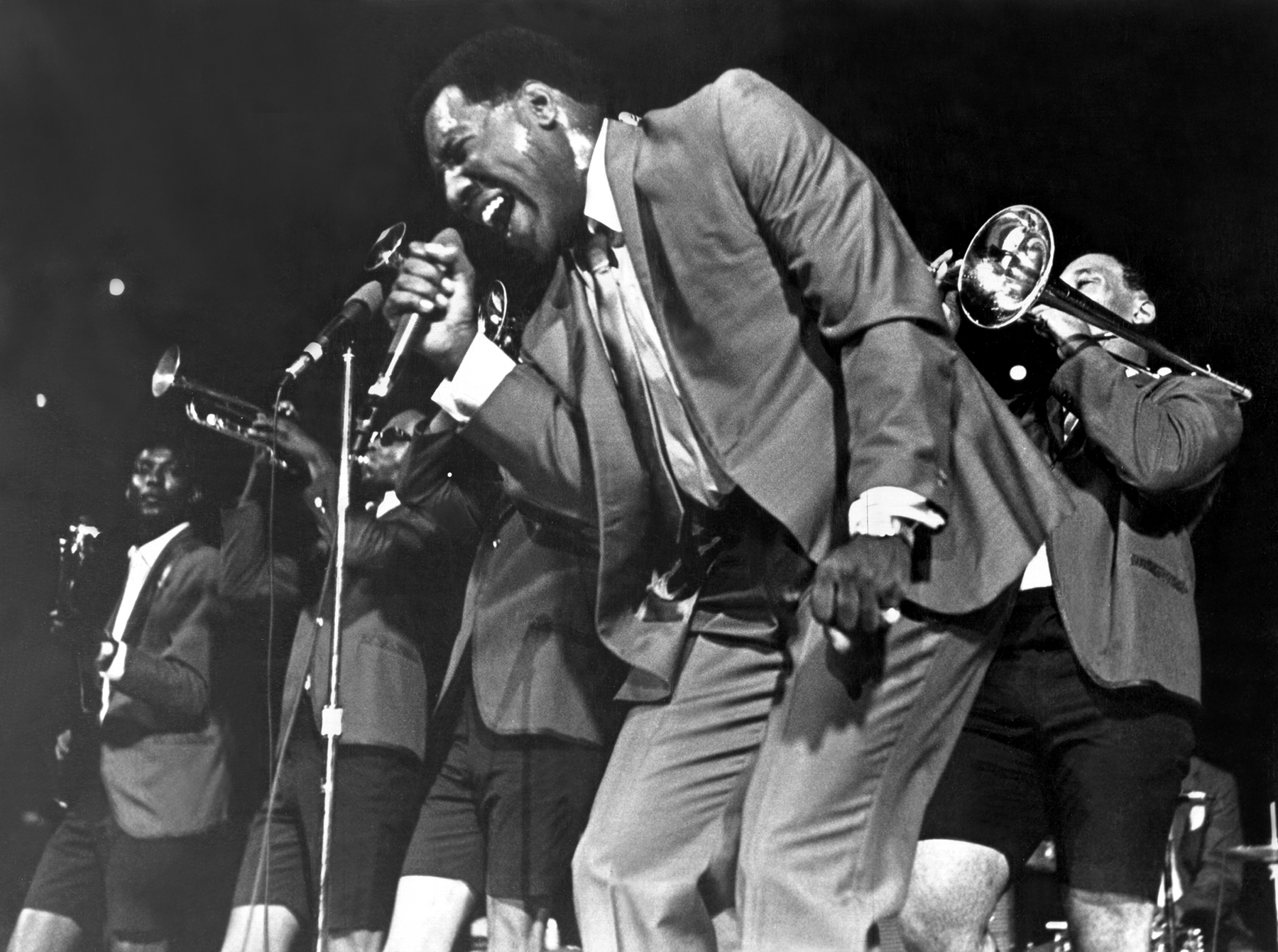 1967: Soul singer Otis Redding passionately sings with his horn section behind him as he performs onstage in 1967. (Photo by Michael Ochs Archives/Getty Images)