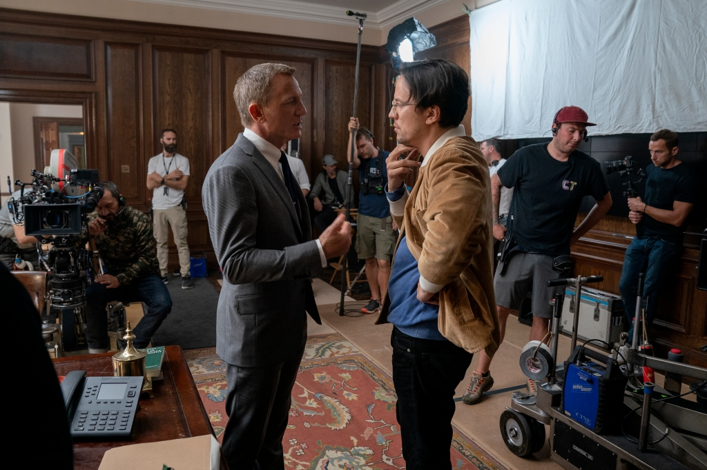 B25_11579_RC2Daniel Craig (James Bond) and director Cary Joji Fukunaga on the set of NO TIME TO DIE, an EON Productions and Metro-Goldwyn-Mayer Studios film Credit: Nicola Dove © 2021 DANJAQ, LLC AND MGM. ALL RIGHTS RESERVED.